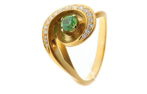 Кольцо из золота 585* пробы с демантоидами и бриллиантами